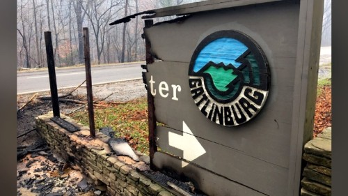 gatlinburg-sign-burned